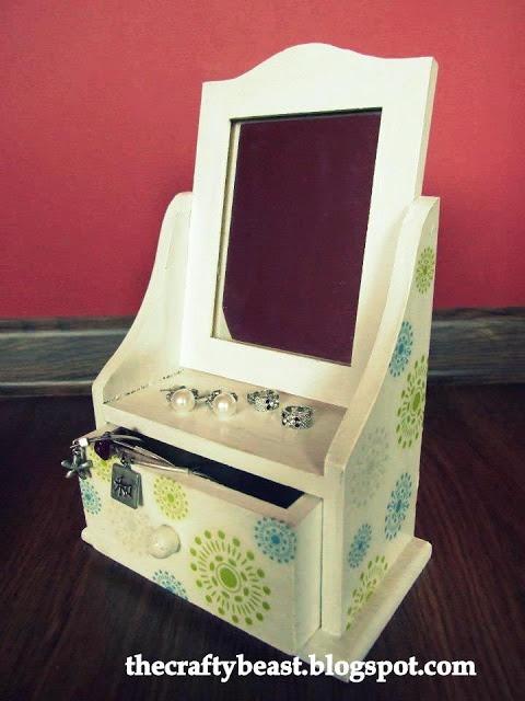 Decoupage jewelry case