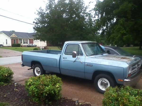 1986 Dodge Pickup - $1300 (Hendersonville)  Reply to: ftgbd-3047800664@sale.craigslist.org [Errors when replying to ads?]    1986 Dodge 100 pickup    automatic  318 engine  V8    the good :  one brand new tire  brand new water pump  Brand new spark plugs  just had an oil change  starts, runs & drives good  head lights, tail lights & blinkers work  inside lights work  new stereo  seat covers    the bad:  It needs a new back tire  some rust on hood and top of truck  call Alex at 6156364806