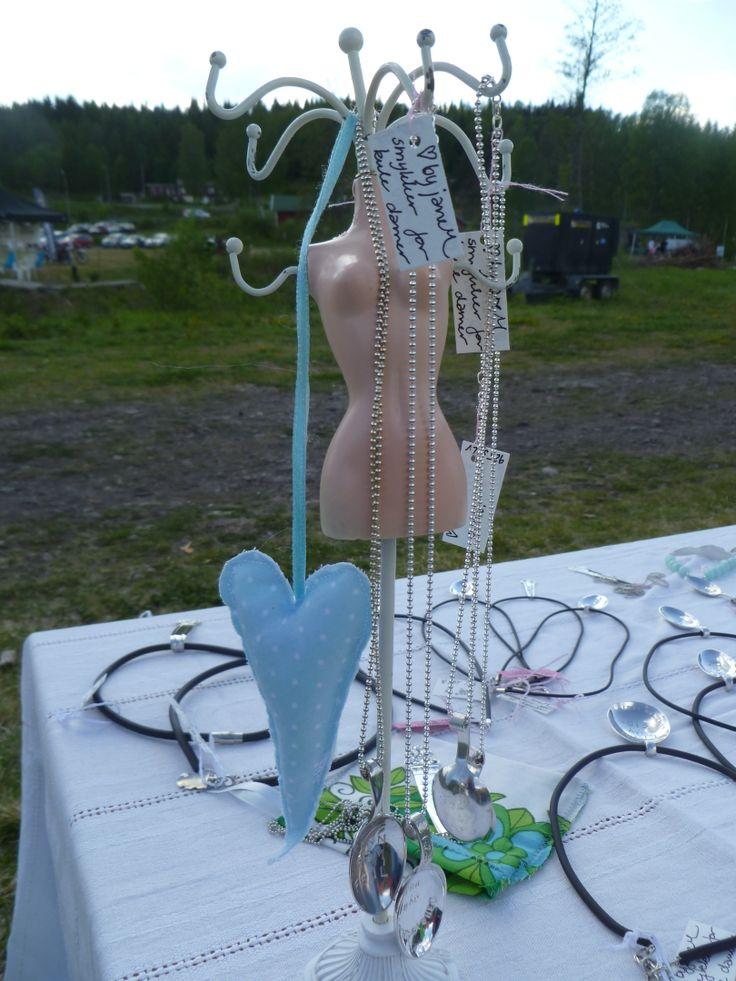 En kul dame med kjeder fra by janeM. Cool lady! Facebook.com/byJaneM/ www.epla.no/shops/byjanem/