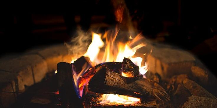 Valborgsdag - lidenskab og rensning. Nu er vinteren virkelig forbi, og foråret er i fuldt flor. Nu bevæger vi os fra luften til ildens element. Ilden fører lidenskab og rensning med sig og Valborgsdag opfordrer os især til at se på temaerne venskaber og glæde.