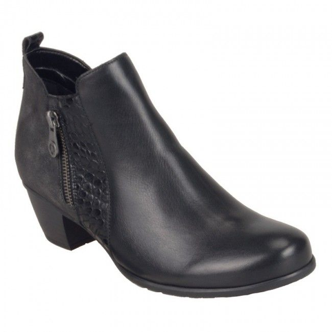 Womens ankle boots in black color. Zipper on the side for easier apply, soft removable insole and rubber non-slip sole. In large sizes from Remonte.