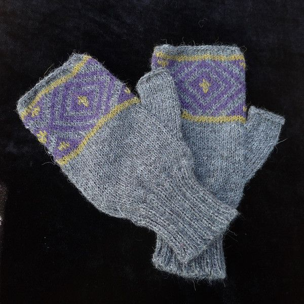 Check out these gorgeous alpaca fingerless gloves!
