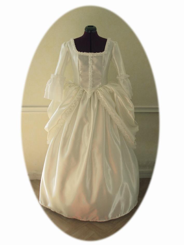 robe Marie-Antoinette en satin ivoire ivory satinMarie-Antoinette's dress