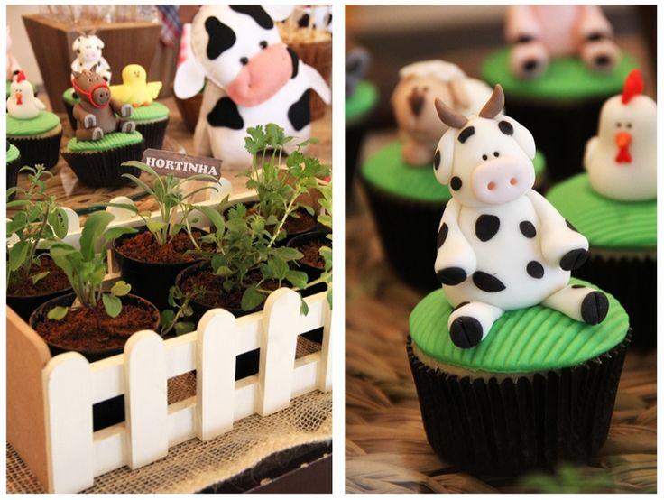 Detalhe fácil de fazer. Hortinha com vasos de ervas para mesa de aniversário com tema fazendinha. Ideal para meninos ou meninas em idade pré escolar. Fabiana Moura - Projetos Personalizados