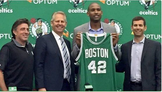 Celtics de Boston presentan al dominicano Al Horford ante la prensa
