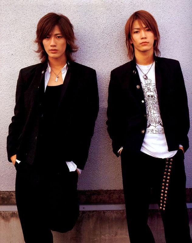 Akanishi Jin and Kamenashi Kazuya in Gokusen 2