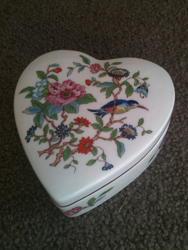 Pembroke Reproduction Of An Eighteenth Century Aynsley Design Trinket Box Fine China