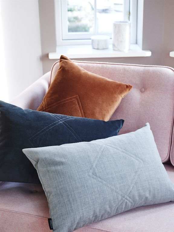 LOUISE ROE COPENHAGEN SS16 - THE DIAMOND CUSHIONS QUILTED IN VELVET FABRIC FROM KVADRAT TEXTILES EXPRESSES A LUXURY AND GIVES ANY ROOM AN ELEGANT TWIST. FIND THE CUSHIONS IN DIFFERENT COLORS AND MATERIALS AND MIX AND MATCH IT ALL TOGETHER FOR A MORE RELAXED LOOK.