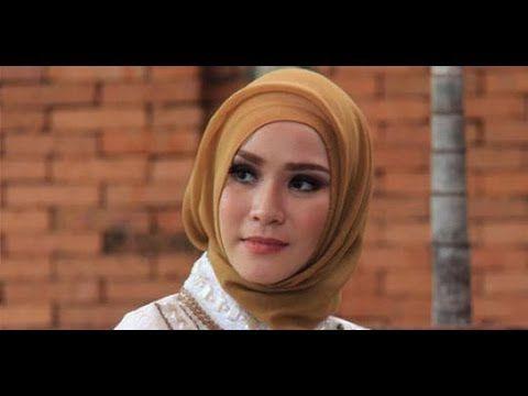 Video Cara Memakai Jilbab Zaskia Mecca  Zaskia Adya Mecca adalah icon Indonesia dalam hal memakai jilbab, Zaskia Adya Mecca menjadi model da...