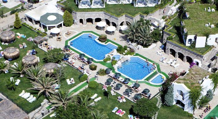 Отель Royal Asarlik Beach 5*, Бодрум, Турция  Отель Royal Asarlik отлично подходит для непринужденного отдыха. В отеле хорошее месторасположение сочетается со спа-услугами и развлечениями. Команда аниматоров отеля организует дневные мероприятия и тематические вечера 7 дней в неделю.  Летом в отеле работает главный ресторан с террасой, ресторан «а-ля-карт», бар у бассейна, бар на террасе и лобби-бар.
