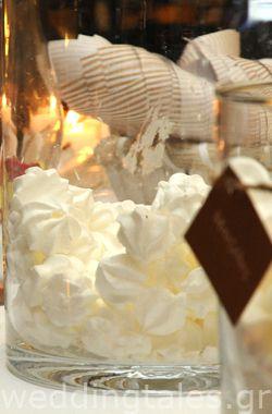 Trendy γαμήλια διακόσμηση -  για το τραπέζι των ευχών  Δημιουργίες Όνειρο | Οργάνωση & Διακόσμηση γάμου