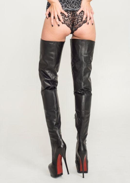 Lange Schwarze Stiefel