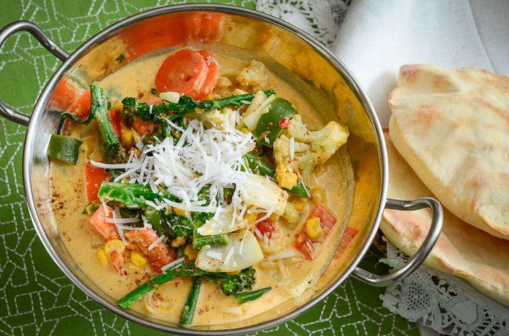 VEGETAIS AO MOLHO SUAVE DE CURRY Colorido, muito aromático e saboroso. Toda comida indiana é atraente, em geral eles preparam seu próprio curry, mas aqui usaremos o pronto.