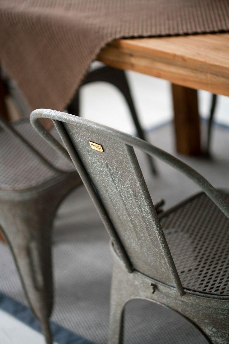 Vintage on upean rustiikkinen terästuoli.