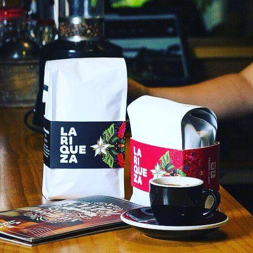 Nada mejor que un cafecito para pasar la llenura del almuerzo  Recuerda ordenar tu cafe en www.cafelariqueza.com  #coffeeholic #specialtycoffee #coffeeshop #coffeepackage