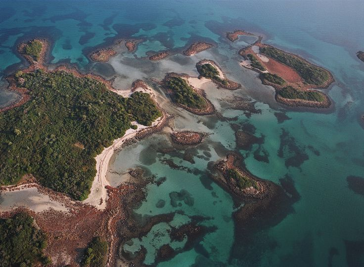 Οι Σεϋχέλλες της Ελλάδας: Τα άγνωστα νησάκια με τα τιρκουάζ νερά, 1,5 ώρα από την Αθήνα [εικόνες & βίντεο] | iefimerida.gr
