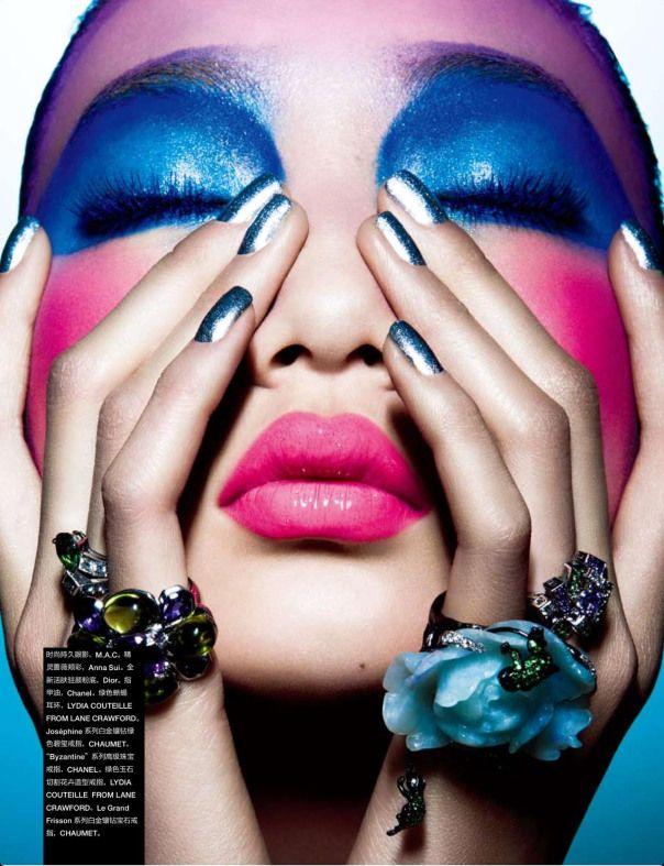 Värikäs meikki