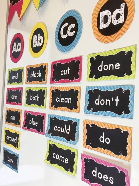 Love this gorgeous chalkboard and chevron WORD WALL!