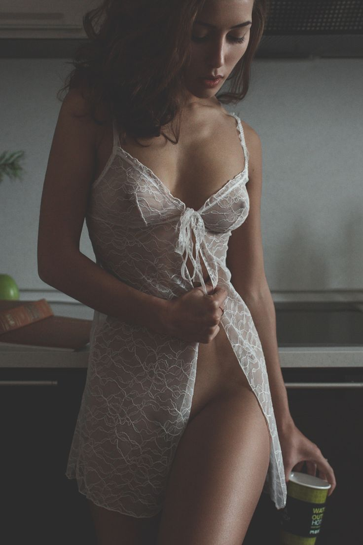 Beautiful light, pose, lingerie and crop. Love it.