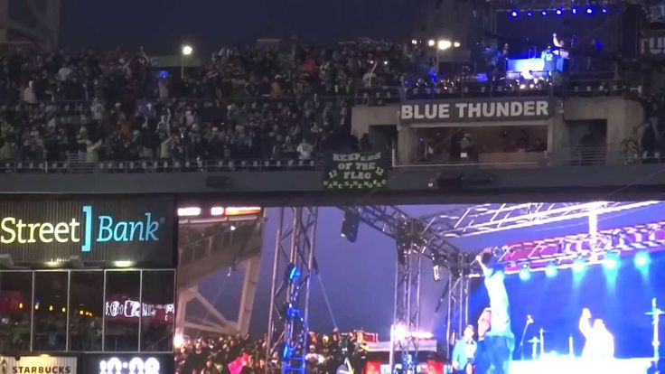 Macklemore & Ryan Lewis Halftime Show Seahawks vs 49ers NFC Championship...  A Geoduck and a Dawg!  This is totally awesome!