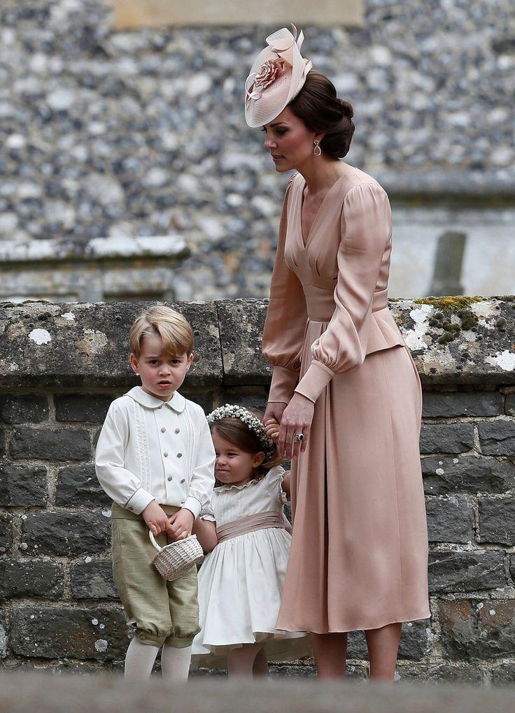 Kate, duquesa de Cambridge, com George e Charlotte (Foto: Kirsty Wigglesworth/Reuters)