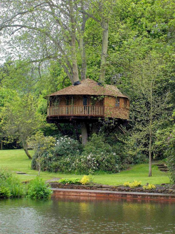 Round contemporary tree house my stuff pinterest for Modern tree house designs