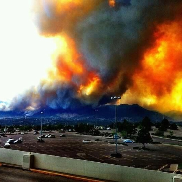 Resultado de imagem para When a wildfire raged through the beautiful canyons near Colorado Springs, Colorado