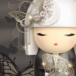 Kimmidoll Limited Edition Chisato, con cristales swarovski incrustados en su cabeza y traje.