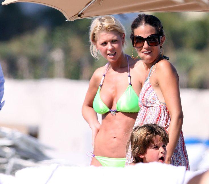 aAfkjfp01fo1i-22935/loc223/76842_Celebutopia-Tara_Reid_with_green_bikini_on_the_beach_in_Miami-33_122_223lo.jpg