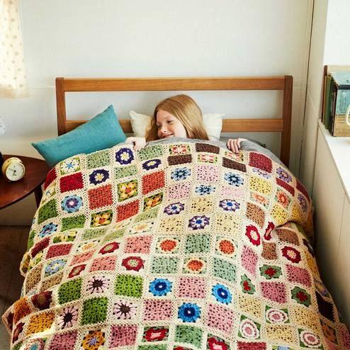 ふんわり編みながら学べる約5時間お花を編みつないであなただけの1点ものを。 やわらかなぬくもりを大きくつないで かぎ針編みお花モチーフの会