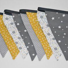 Guirlande fanions en tissu - décoration chambre garçon - tons gris, moutarde et blanc
