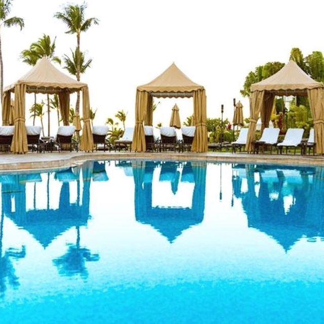 Cabanas all the way in Maui Hawaii at one of our favorite resort ,the Fairmont Kea Lani.⠀ #cabanas #infitnitypool #palmtree #summer #thegoodlife #luxurylifestyle #luxurytravel #hawaii #maui #daypass #wellness #exploremore pic by @fairmonthotels @fairmontkealani