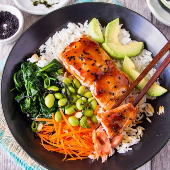 Teriyaki Salmon Bowl- Skip the bottled teriyaki sauce, you can make your own in less than 5 min. and it's so much tastier! {clean-eating}