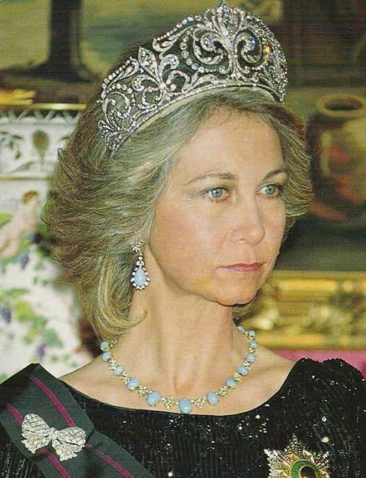 The #Ansorena #FleurDeLys #Tiara, turquoise and diamond necklace and earrings and diamond bow brooch worn by HM Queen Sofia of Spain #RoyalTiara