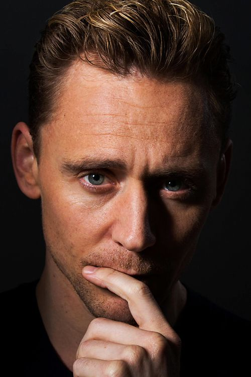 Los Angeles Times: British actor Tom Hiddleston walks to the edge of his Hank Williams character in 'I Saw the Light'. Link: http://www.latimes.com/entertainment/movies/la-et-i-saw-the-light-film-20160325-story.html Higher resolution image: http://ww1.sinaimg.cn/large/6e14d388gw1f29nx3vwnlj21kw11xq6q.jpg
