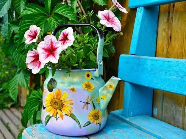 Small yard decorations make a difference in garden design