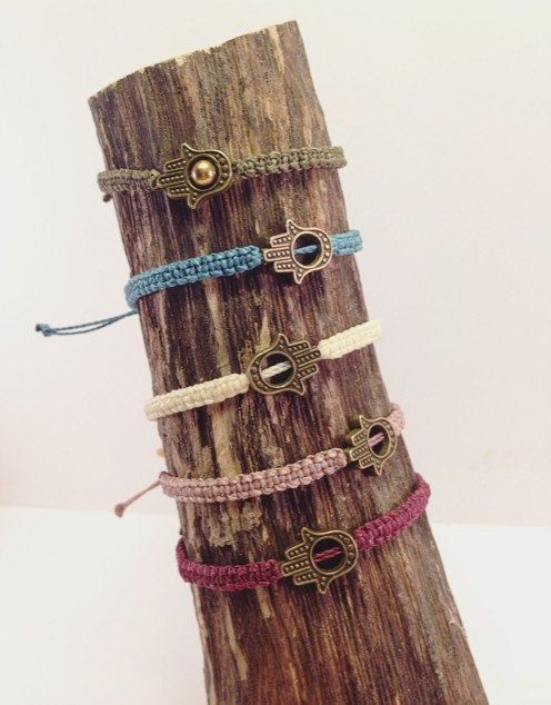 Hippie makramee hamsa Hand Armband, hand, antikgold, vintage, minttürkis, weiß, gipsy, boho von JoyMadebySahraJoy auf Etsy
