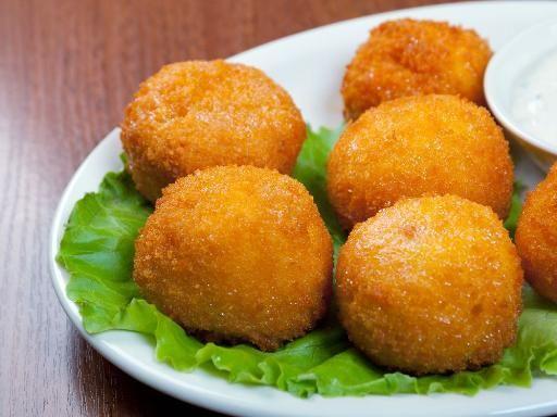 Les fameuses Croquetas au jambon Serrano - Recette de cuisine Marmiton : une recette