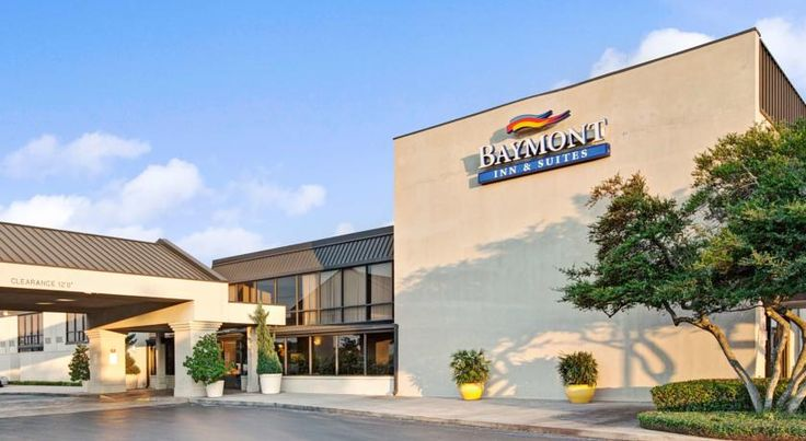 Baymont Inn & Suites Houston- Sam Houston Parkway Houston This Houston hotel is a 15-minute drive from the George Bush Intercontinental Airport and offers a free airport shuttle. The hotel also features an indoor/outdoor pool, gym and free Wi-Fi.