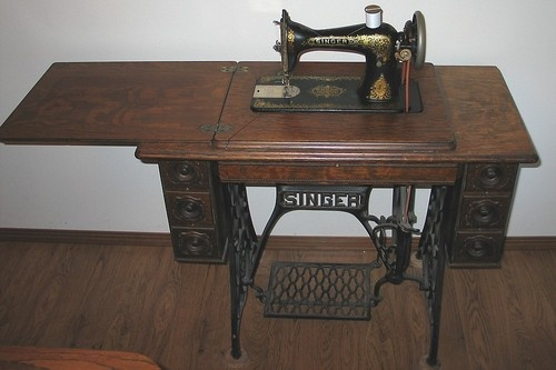 1000 Images About Antique Sewing Machines On Pinterest