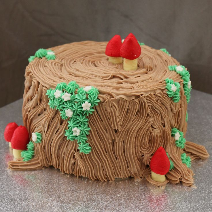 Tree stump cake: for a fairy garden party or geocaching friends