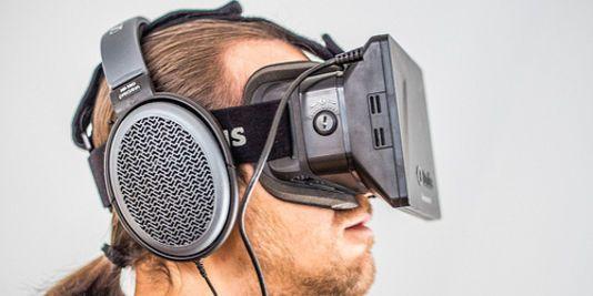 La réalité virtuelle en six questions. Le prototype de casque de réalité virtuelle développé par Oculus VR est pour le moment destiné aux jeux vidéo.
