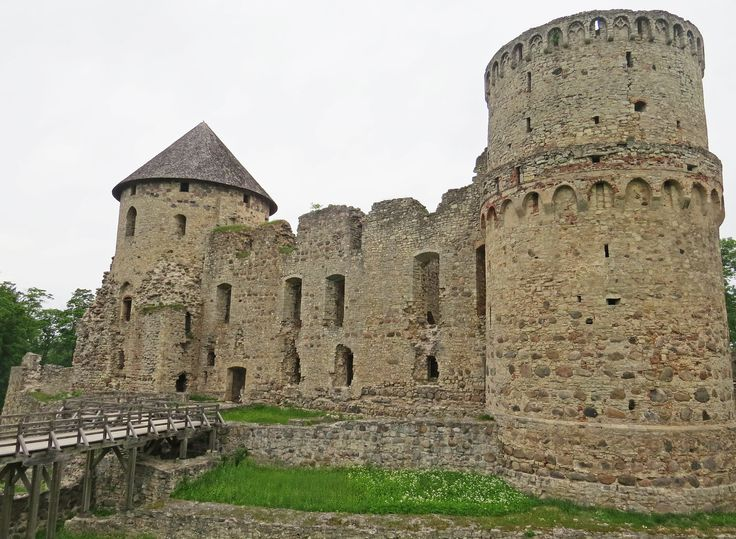 Discover the city of Cesis, where Latvia gained its independence in 1915, and its exceptional castle ruin - Photo by David Craig, Group Escort