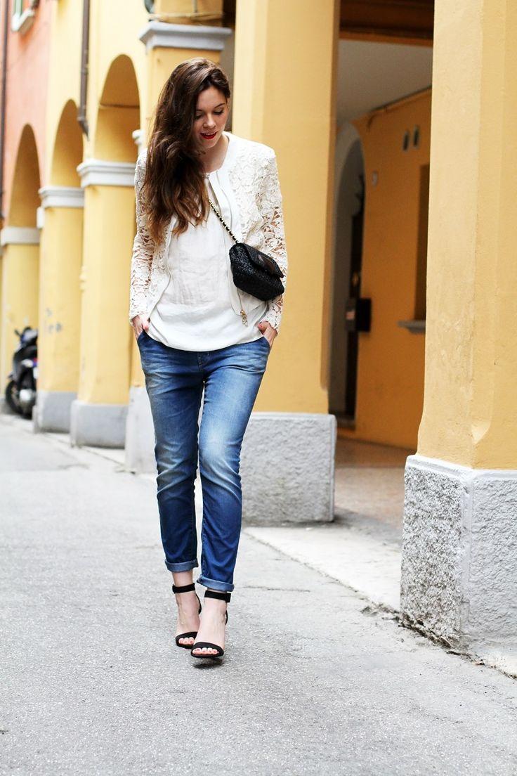 fashion look | giacca bianca| giacca pizzo | borsa moschino | borsa rafia | outfit | look | rinascimento moda | jeans boyfriend | scarpe con tacco | sandali tacco | sandali cinturino | capelli mossi | capelli ricci | capelli luminosi | fashion blogger | irene colzi | irenes closet 2