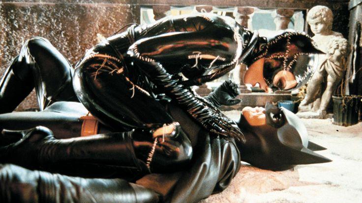 'Batman Returns' at 25: Stars Reveal Script Cuts, Freezing Sets and Aggressive Penguins #FansnStars