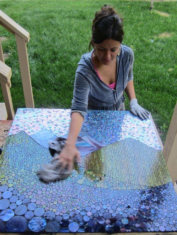 Ich schneide Tausende von Glasstücken von Hand, um wunderschön komplizierte Bilder zu erstellen