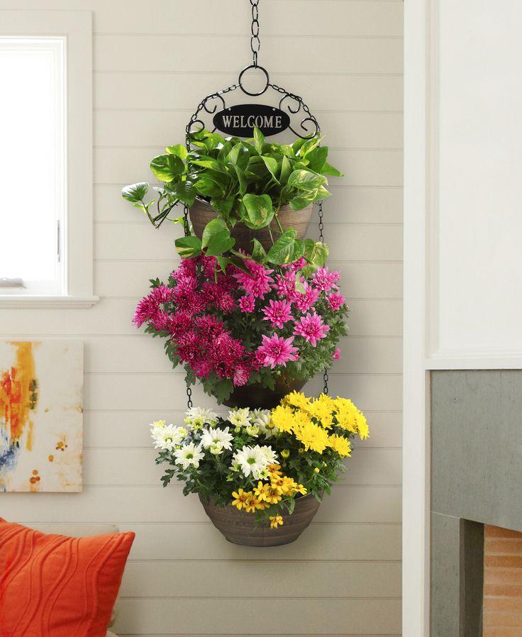 Diseña tu jardín con una hermosa maceta triple colgante.
