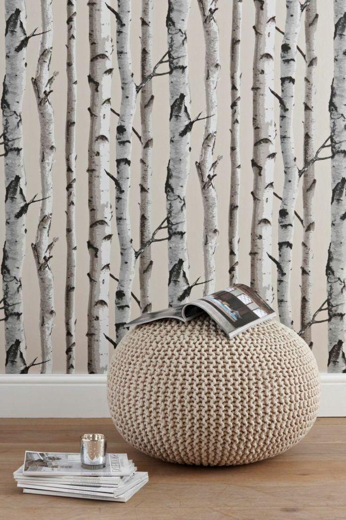 wunderschöne-minimalistische-Einrichtung-Fototapete-Birken-gestrickter-Hocker-Zeitschrift