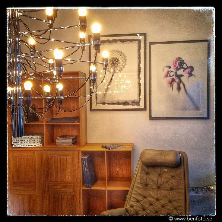 Var hittar man Gino Sarfatti lampor  Mogens Koch hyllor Jetson fåtöljer och Ben GT Nybergs fotografiska verk på samma plats? Jo på BM Design Center i Svängsta. Öppet i december tisdag-söndag kl 13-19. Välkomna!! #bmdesigncenter #ginosarfatti #mogenskoch #jetson #photographerbengtnyberg #dux #brunomathsson #carlhansen #flos #fotografisktverk #fotoärvälförfaningenkonst