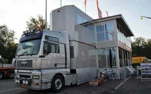 Hugh 5 th wheel RV